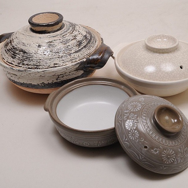 """Image of Ginpo Mishima Donabe 8.25"""" Dia With Handles / Serves 1 2"""