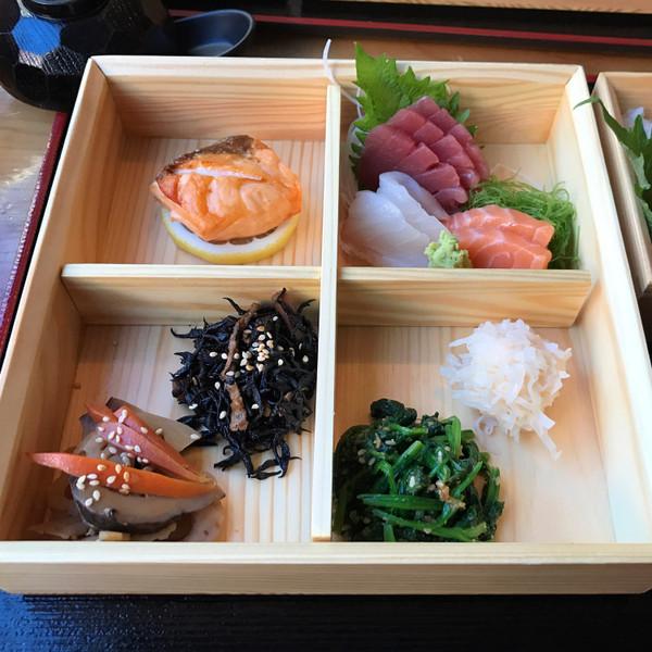 Image of Wooden Kiwami 4 Divided Bento Box 2