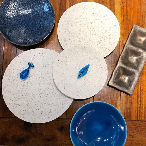 Image of Cambria White Speckled Round Plate 2