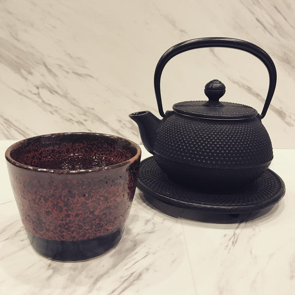 Image of Black Arare Cast Iron Teapot Made in Japan 2